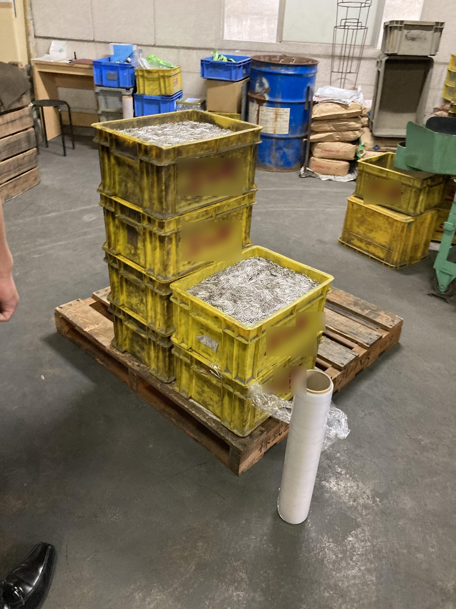 3tロング平ボディ車両金属部品パレット配送